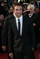 robert-pattinson-at-cannes-2012-11