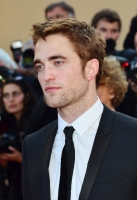 robert-pattinson-at-cannes-2012-13