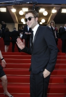 robert-pattinson-at-cannes-2012-14