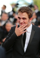 robert-pattinson-at-cannes-2012-5