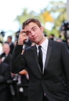 robert-pattinson-at-cannes-2012-6