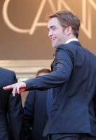 robert-pattinson-at-cannes-2012-7