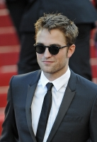robert-pattinson-at-cannes-2012-9