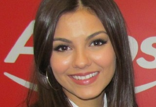 victoria justice fan signing argos london