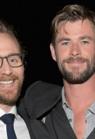 HOLLYWOOD, CA - APRIL 23:  Actors Tom Hiddleston (L) and Chris Hemsworth attend the Los Angeles Global Premiere for Marvel Studios' Avengers: Infinity War on April 23, 2018 in Hollywood, California.  (Photo by Charley Gallay/Getty Images for Disney)